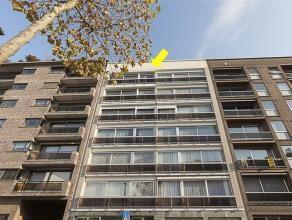 Zeer ruim appartement op de 6° verdieping van een gebouw met lift, centraal gelegen te Deurne-Zuid vlakbij winkels en openbaar vervoer. Het appart