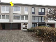 Bel-etage woning goed gelegen in een aangename en rustige straat nabij Bosuilplein, vlakbij supermarkt en openbaar vervoer. Indeling: Gelijkvloers met