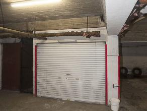 Garagebox gelegen onder het gebouw. Standaard afmetingen.