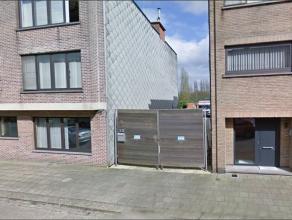 Projectgrond 210 m² (4.80 x 43.75 m) voor de bouw van 3 appartement met 2 grote achterliggende garages (servitude via naastgelegen appartementen)