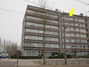 Zeer ruim en verzorgd appartement gelegen op de 6° verdieping van een gebouw met lift. Het appartement omvat een open inkomhal met vestiaire, een