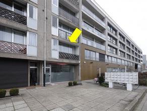 Appartement op de 1° verdieping van een gebouw met lift gelegen vlakbij verbindingswegen en toegang naar de autosnelweg. Indeling: inkomhal, ruime
