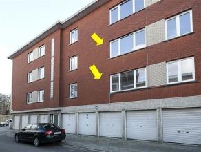 3 identieke deels gerenoveerde appartementen, rechts gelegen in een klein gebouw(zonder lift) centraal te Deurne-Zuid. Indeling: lichte woonkamer op l