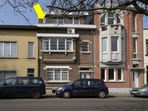 Mooie woning met authentieke elementen gelegen nabij het Rivierenhof, geschikt als eengezinswoning of kantoor/praktijkwoning. Indeling: gelijkvloers,: