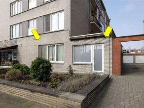 Uitstekend gelegen gelijkvloers-appartement aan het Wim Saerensplein, vlakbij winkels, supermarkt, scholen en openbaar vervoer. Het appartement omvat