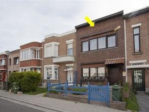 Verzorgde, in Unitas-wijk gelegen eengezinswoning met een inkomhal, een L-vormige woonkamer met parket en cassettehaard, een lichte eetkamer, een inge