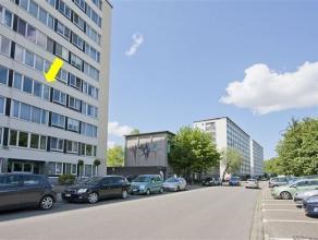 Licht, verzorgd appartement op de 3° verd. van een goed onderhouden gebouw (met lift), gelegen vlakbij de ingang van het park Sterckxhof. Het appa