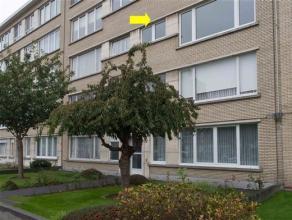 Appartement met 2 slaapkamers gelegen op de 2° verd. van een gebouw met lift, goed gelegen nabij Gemeentepark Bremweide. Het appartement omvat een