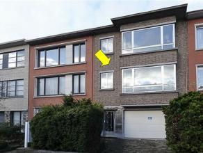 Ruim duplex appartement (gelijkvloers en 1e verdieping) gelegen in een rustige en aangename straat vlakbij Boekenbergpark. Het apprtement omvat op het