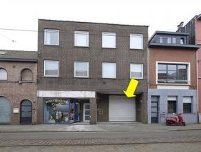 Magazijn ca. 330 m² op terrein 482 m² met 8 autostaanplaatsen om te verhuren. Gelegen achter centrale automatische toegangspoort. Het magazi