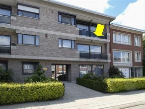 Zeer ruim appartement (135 m²) gelegen in een recent klein gebouw (zonder lift) op het einde van een doodlopende straat. Het appartement omvat ee