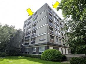 Rustig doch centraal gelegen appartement op de 5e verd. van een verzorgd gebouw met lift gelegen quasi IN het Bisschoppenhofpark. Het appartement omva