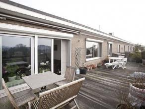 Verzorgd dakappartement op de 5° verd. (lift tot de 4 verd.) met 2 slaapkamers gelegen vlakbij Te Boelaerpark en openbaar vervoer. Indeling: hal,