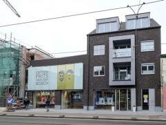 Nieuwbouwproject 'Deurne Dorp', Turnhoutsebaan 35-37. Klein gebouw (3 verd. ) met lift. Het appartement (ca. 65 m²) op de 2Â verd. omvat ee