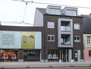 Nieuwbouwproject 'Deurne Dorp', Turnhoutsebaan 35-37. Klein gebouw (3 verd. ) met lift. Het ruime dakappartement (ca. 90 m²) op de 3° verd. o