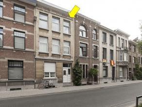 Te renoveren opbrengsteigendom met 3 appartementen, tuin en kelder, gelegen aan de rand van Deurne-centrum omgeving Venneborglaan-Rivierenhof. Het geb