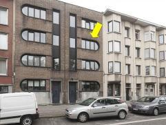 Gerenoveerd appartement met 2 slaapkamers op de 2Â verdieping van een klein gebouw (geen lift), gelegen vlakbij De Singel/Ring en openbaar vervo