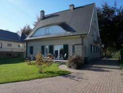 Statige en karaktervolle villa in een residentiële straat. Deze prachtige villa op een perceel van 946 m² beschikt over een prachtige zonnig