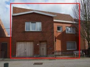 Ruime gezinswoning in het centrum van Evergem-Ertvelde. Deze rijwoning beschikt over een garage met toegang tot de tuin. Deze te moderniseren woning i