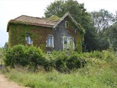 Deze woning is zeer gunstig gelegen op enkele stappen van het centrum van Oudenaarde doch in een zeer rustige en groene omgeving. De woning ligt op ee