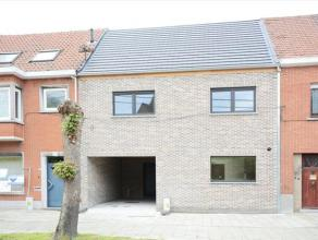 Deze woning is volledig afgewerkt met goede materialen en volgens de huidige isolatie normen, gelegen in een rustige straat met uitzicht op de kerk va