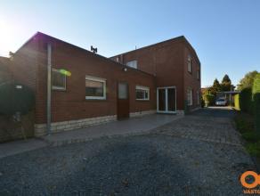 EERSTE KIJKDAG: Zondag 11 okt van 17u tem 19u OP AFSPRAAK!!! Deze halfopenbebouwing uit 1965 is rustig gelegen vlakbij het dorpscentrum van Lovendegem