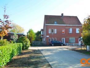 Deze ruime half open bebouwing is gelegen in een rustig woonomgeving nabij de Leiestreek te Drongen. Vlotte bereikbaarheid nabij E40 en R4. De woning