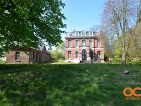 Deze prachtige eigendom is gelegen in het centrum van Wondelgem doch in een groene omgeving. Het perceel is 3511 m2 en heeft een prachtig volgroeide t
