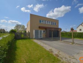 Deze zeer goed onderhouden villa werd in 2007 gebouwd met hoogwaardige materialen en staat op een perceel van 907m2 in Olsene (Zulte). Vorig jaar werd