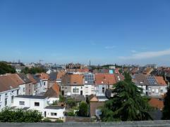 Mooi dakappartement op super ligging! Dit instapklaar appartement is perfect onderhouden en ideaal gelegen op fietsafstand van Gent Centrum en het Sin