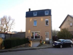Bonne maison d'habitation située dans un quartier agréable d'Athus. Elle se compose comme suit: NIV-1: cave, chaufferie, garage, NIV0: h
