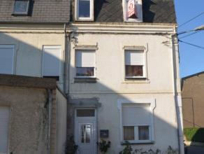 A proximité de Rodange , maison rénovée qui se compose d'un petit hall d'entrée, un séjour/salle à manger ,