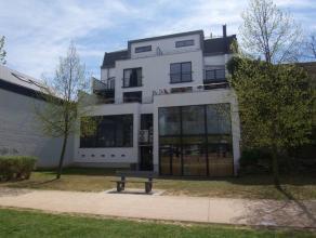 Très bel appartement qui se compose dun hall dentrée, une spacieuse pièce à vivre très lumineuse avec vue dé