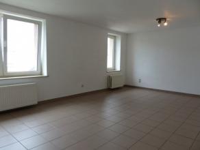Appartement 1 chambre proche de toutes commodités (gare, petite restauration, boulangerie, ...) Il se compose au 1er étage d'un vaste s&