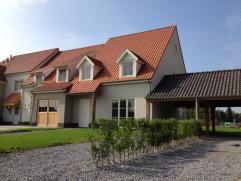 De Brammert - Fase 1  Nieuwbouwwoning LOT 10 met 4 slaapkamers, zolder, private tuin en eiken carport.  Troeven: - Normandische stijl  - Nabij w