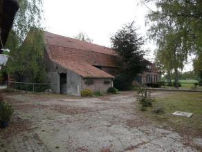 Gelegen in een landelijke omgeving net buiten centrum Neerpelt in de deelgemeente Kleine-Brogel.Charmante, te renoveren langgevelhoeve op een aaneenge