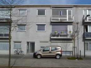 Mooi appartement op de tweede verdieping in het centrum van Kaulille. Het appartement omvat een inkomhal, een apart toilet, een ruime woonkamer met ee