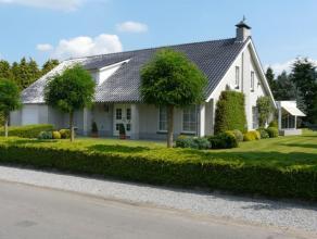 Zeer degelijke, goed onderhouden villa op maar liefst 2612m² wat een samenvoeging is van 2 bouwpercelen. De woning werd gebouwd in 1993 met alle