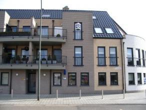 Prachtig appartement op de tweede en derde verdieping met op het instapniveau een inkomhal, een zeer ruime living (46m²) met toegang naar twee ru