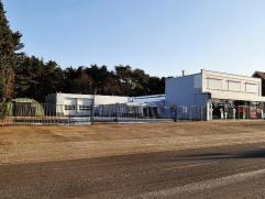 Zeer commercieel gelegen naast de verbindingsweg van Bocholt naar Neerpelt. Dicht bij de dorpskern van de deelgemeente Kaulille. (+/- 4.300 inwoners e