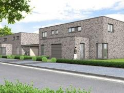 Prachtige moderne woning op een perceel van 5 are 65 ca met op het gelijkvloers een ruime inkomhal met apart bezoekerstoilet en een inpandige garage.