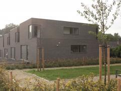 Een pareltje van architectuur, een uitnodigend leefmilieu...   17 halfopen en gesloten woningen in een hedendaagse, strakke vormgeving.   Uniek gelege