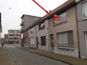 Deze woning is zeer goed gelegen bij winkels, scholen, Rivierenhofpark en openbaar vervoer. Deze instapklare woning heeft een zeer gezellige living me