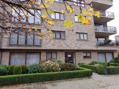 Gunstig en rustig gelegen appartement 120m² omvat living (42m²) ingerichte keuken met onder andere een vaatwas, keramische pla