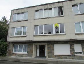 Beau flat rénové situé au 1er étage, comprenant: hall d'entrée avec wc, living, cuisine équipée, peti