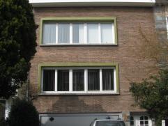 Bel appartement dans petit immeuble sans ascenseur, situé au 1er étage  (+ rez), comprenant: REZ: garage, cave à provision, burea