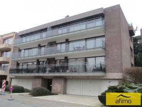 Bel appartement rénové situé au 1er étage, comprenant: Living avec FO, cuisine complètement équipée,