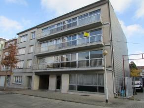 Appartement situé au 2ème étage dans un petit immeuble, comprenant: hall d'entrée avec wc, living/parquet, cuisine semi &e