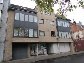 Bel appartement dans un petit immeuble récent à proximité du centre de Strombeek, comprenant: hall d'entrée avec wc, livin