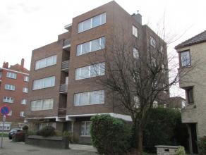 Flat/Penthouse situé au 4ème étage, comprenant: living/parquet, cuisine ouverte équipée, 1 chambre, salle de bains,